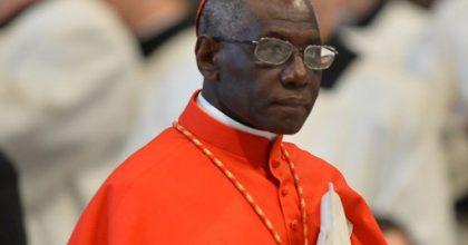 El Vaticano aclara las afirmaciones del Cardenal Sarah sobre la celebración de la Misa